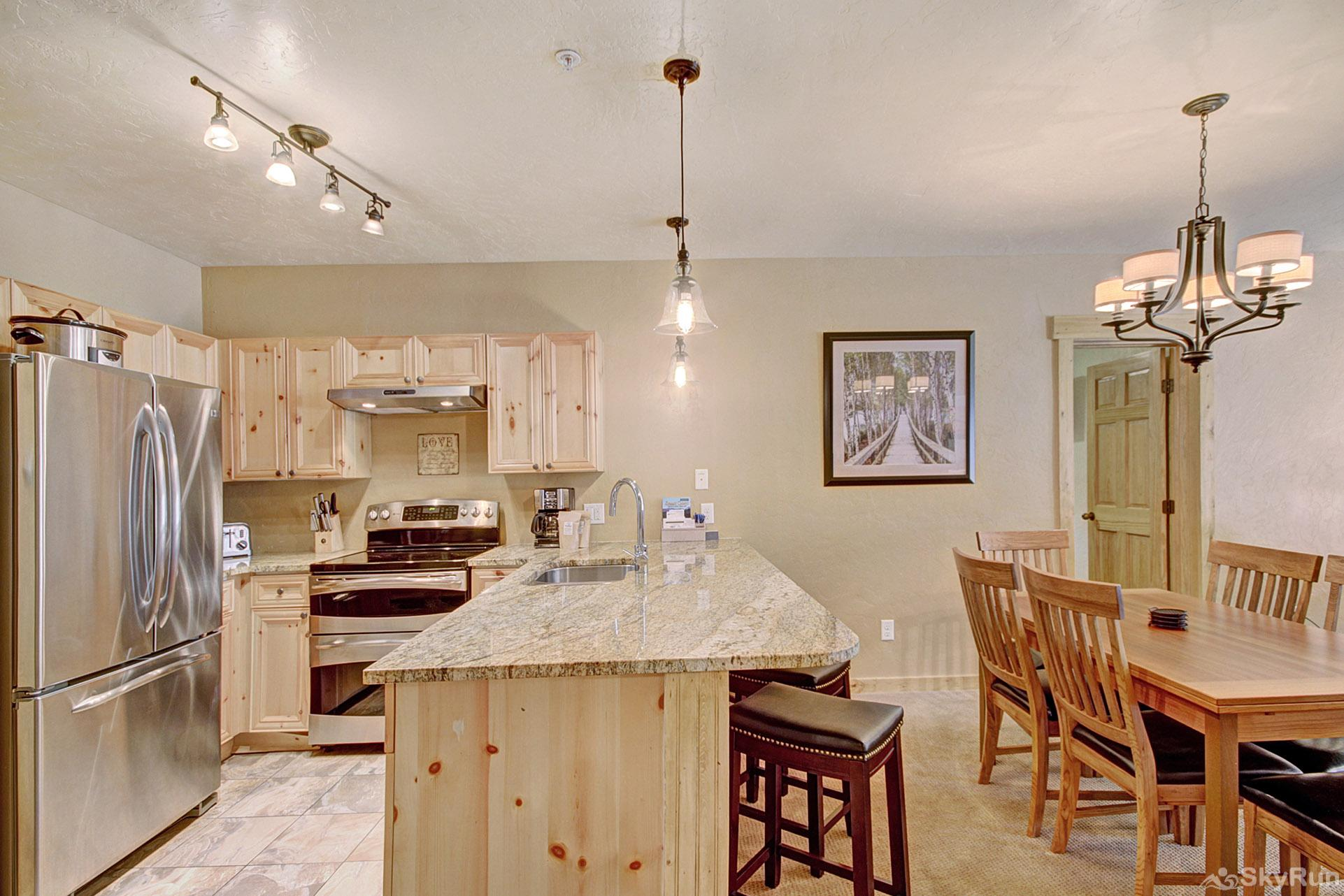 2609 Tenderfoot Lodge Kitchen and Dining Area