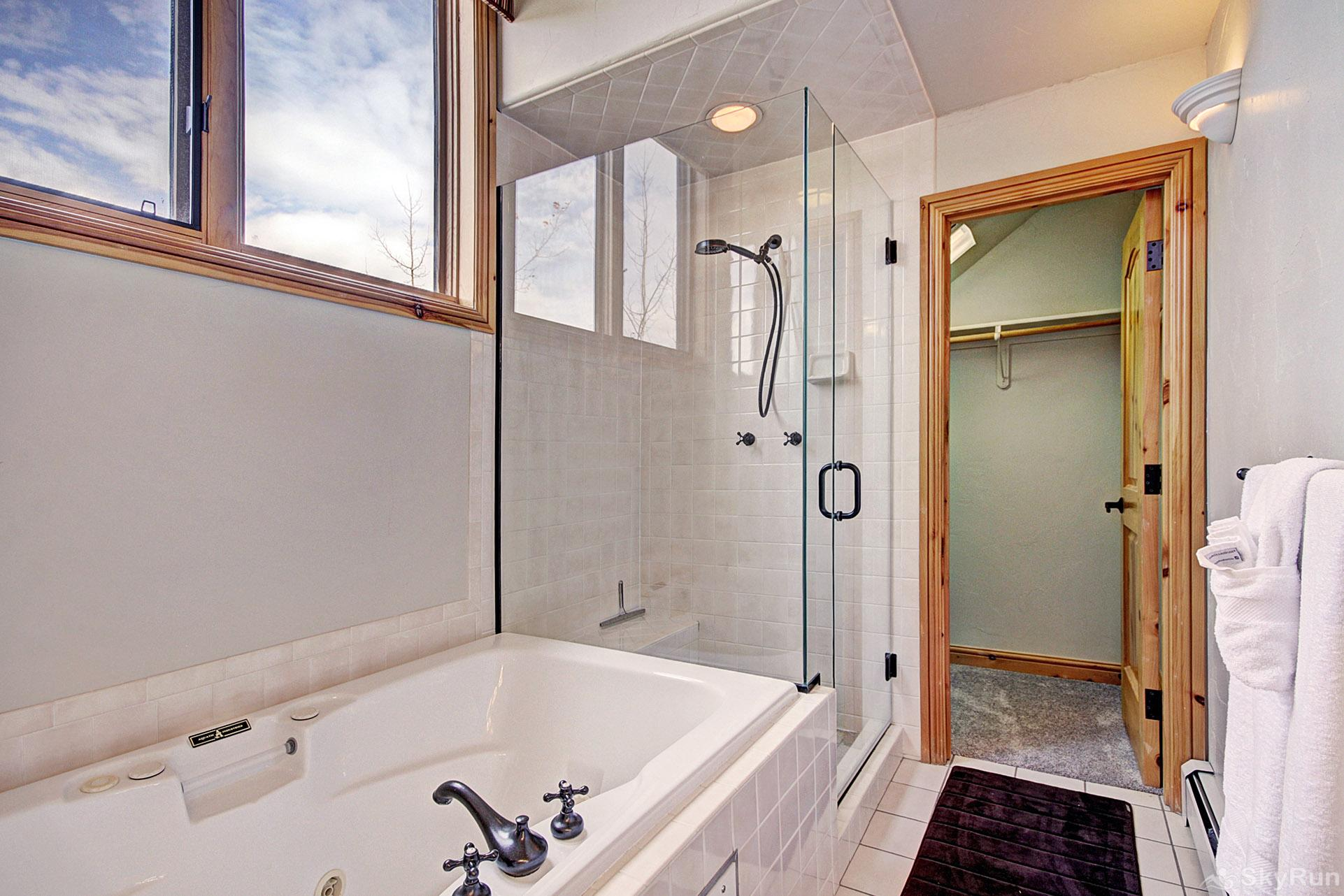 2985 Ironwood Townhomes Bathtub and Shower